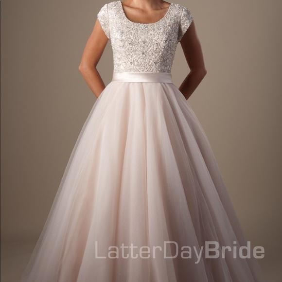 8eb3710bb55 Custom made Modest Wedding Dress Arquette sleeves